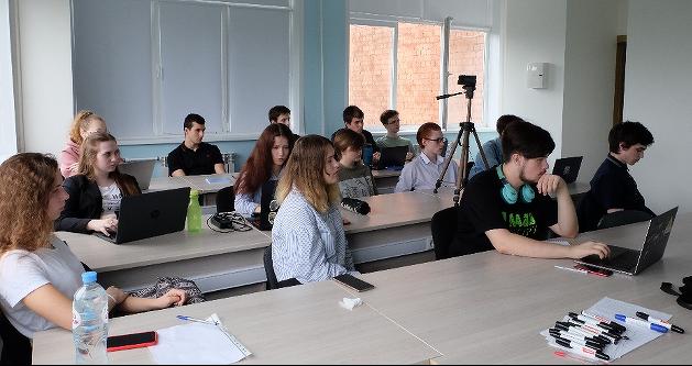 Студенты ЯрГУ прошли курс обучения разработке на Qt с практическими занятиями на мобильных устройствах под управлением ОС «Аврора»