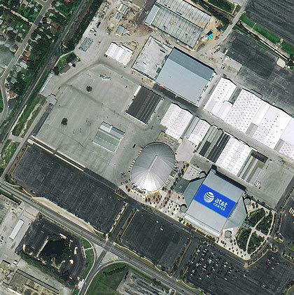 Центр компании AT&T в Сан-Антонио, штат Техас, фрагмент изображения. Спутник WorldView-2, компания DigitalGlobe