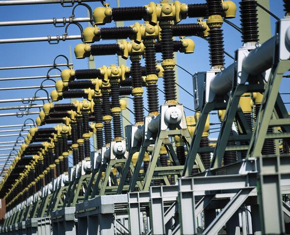 Реформы в электроэнергетике держат рынок ИБ в напряжении