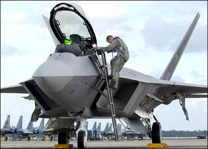 """F-22 """"отберет"""" все лучшее у F-35 и останется самым совершенным пилотируемым самолетом"""