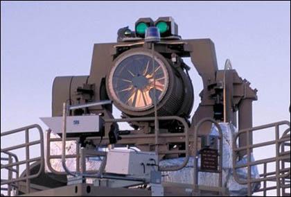 Казалось бы идеальные условия применения морского боевого лазера (отсутствие рельефа местности, мощная силовая установка корабля) осложняются одним фактором— морским воздухом, насыщенным парами воды и солью