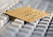 Уход от наличности к электронным платежам дается банкам не легко