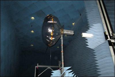 В НАСА испытывают надувную антенну, которая позволит использовать дешевые и простые наноспутники далеко за пределами околоземной орбиты