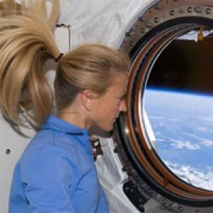 На женщин и мужчин космос действует по-разному