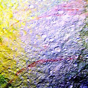 На спутнике Сатурна найдены необычные красные полосы