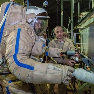 РКК «Энергия» отрабатывает действия космонавтов на Луне