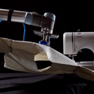 Роботы научились шить одежду