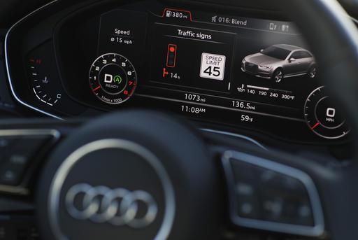 Новые автомобили Audi демонстрируют время досмены сигнала светофора