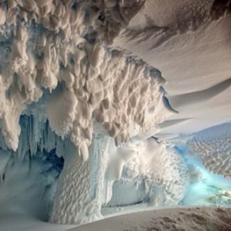 В теплых антарктических пещерах может быть новая жизнь