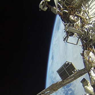 Зачем российские космонавты выходят в открытый космос