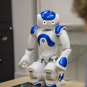 Дети зависимы от мнения роботов