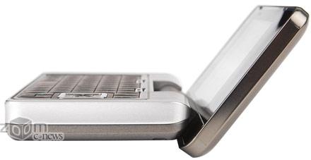 Аппарат, имеющий больше всего сходства с мобильным телефоном, мгновенно превращается в мини-ноутбук