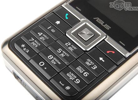 Кнопки цифровой клавиатура на передней панели небольшие и не слишком удобны