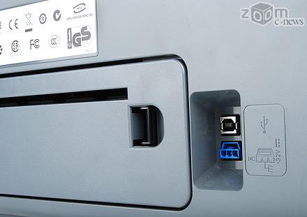У принтера всего два разъем - один для подключения питания, а другой для соединения с компьютером по USB 2.0/1.1