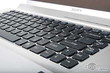 Клавиатура SONY VAYO VGN-FW11ZRU очень похожа на аналогичную в ноутбуках компании Apple