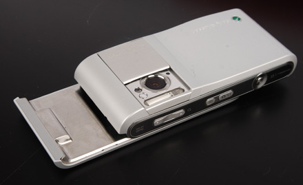 http://filearchive.cnews.ru/img/zoom/2009/02/04/sony_ericsson_c905_7_d3594.jpg