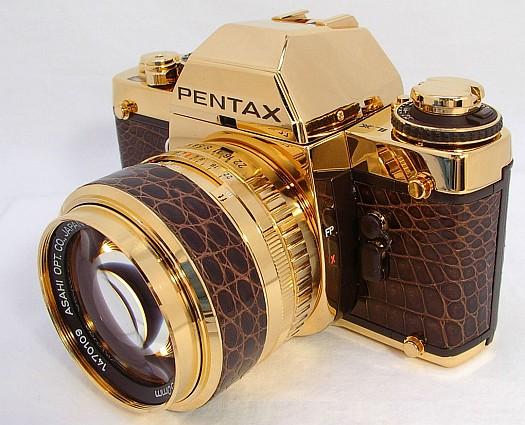 Юбилейный золотой фотоаппарат Pentax LX Gold.