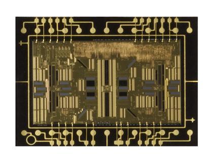 У кенона квадратики вы видите в видоискателе.  А крестовые, это датчики автофокуса, чувствительные к горизонтальным и...