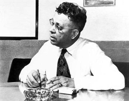 в 1945 году житель штата Массачусетс доктор Перси Спенсер, работавший в Raytheon над усовершенствованием магнетрона...