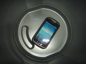 Смартфон под водой: экран дёргается