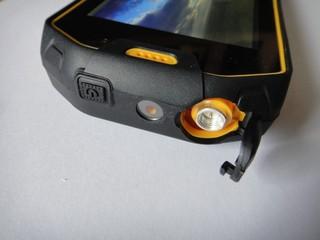 Разъём для антенны рации и окошко лазера
