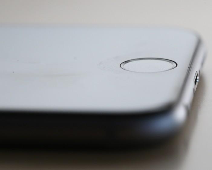 Компания Apple обновляет программы из-за израильского стартапа