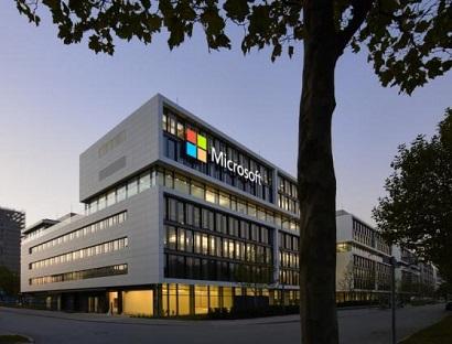 Глава Microsoft пообещал выпустить «революционный смартфон»