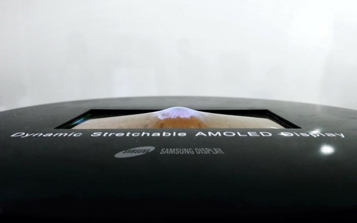 Самсунг представила неповторимый растягиваемый OLED-дисплей