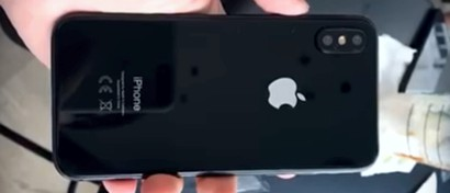 В Сеть попало шпионское видео сборки iPhone 8. Видео