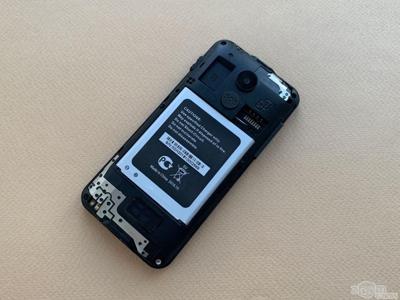 Обзор бабушкофона Panasonic KX-TU150: с тревожной кнопкой и фонариком