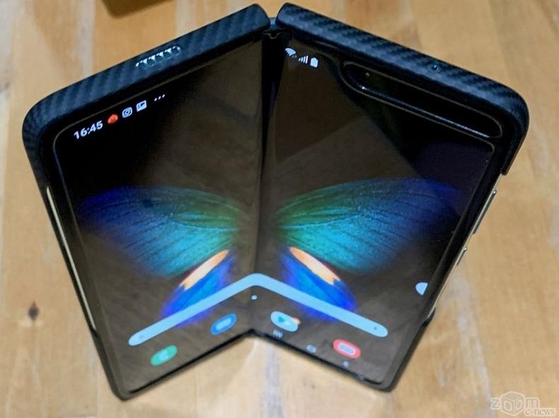 Обзор Samsung Galaxy Fold: магия складного экрана