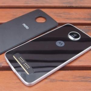 Обзор смартфона Moto Z Play. Вся соль в модулях