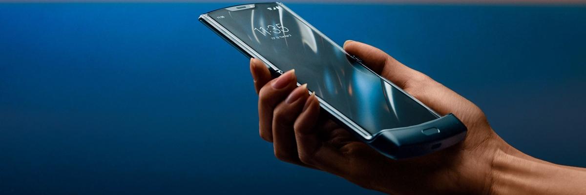 Первый взгляд на Motorola RAZR: культовая раскладушка с гибким экраном