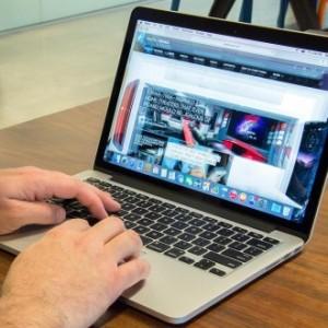 ���� �������� MacBook Pro �� ������ ZOOM